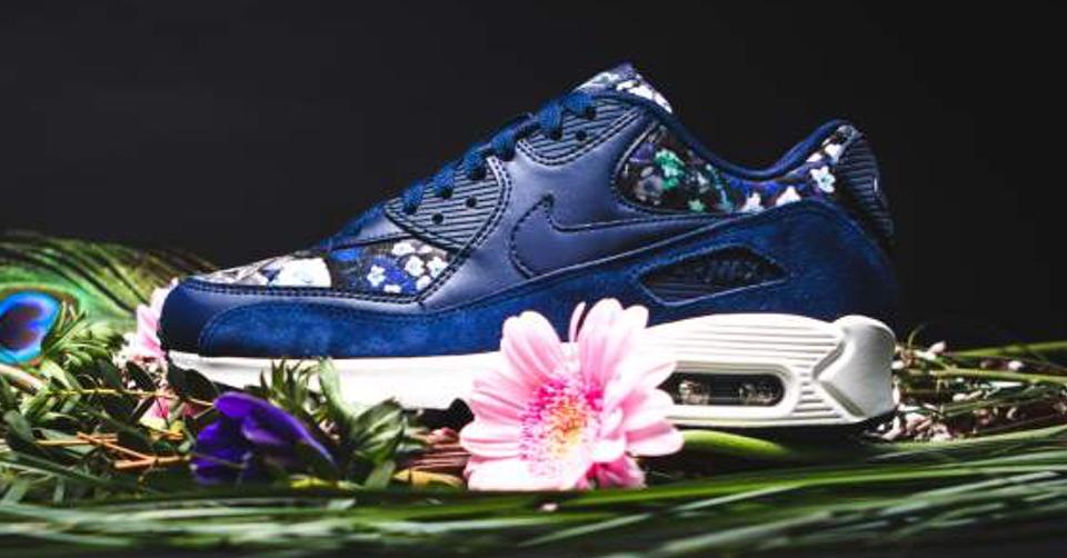 Prachtig bloemenpatroon op de AM 90 Floral Pack | Sneakerjagers