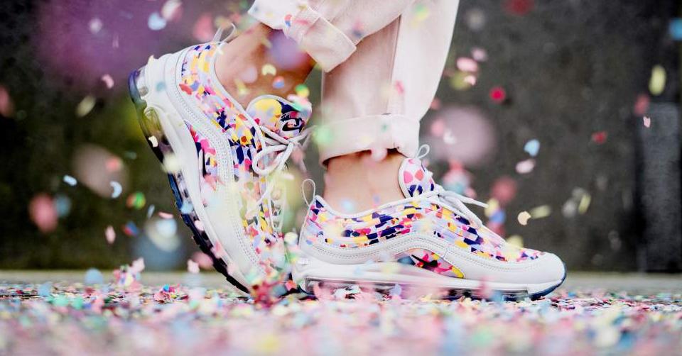 De kleurrijke confetti sneakers van Nike!   Sneakerjagers