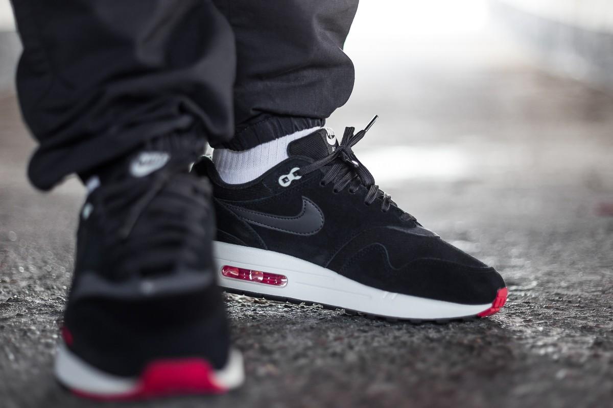 Nike Air Max 1 Premium mini-Swoosh 'Bred'