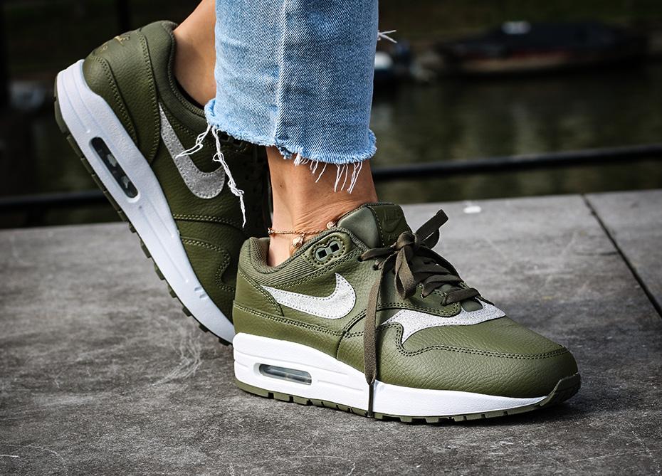 Nu verkrijgbaar: De Nike Wmns Air Max 1 Glitter | Sneakerjagers