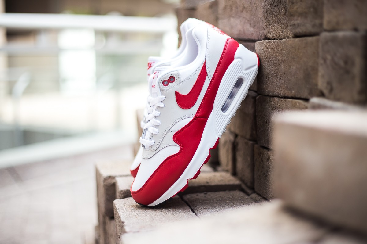 Nike WMNS Air Max 90/1 'University Red'