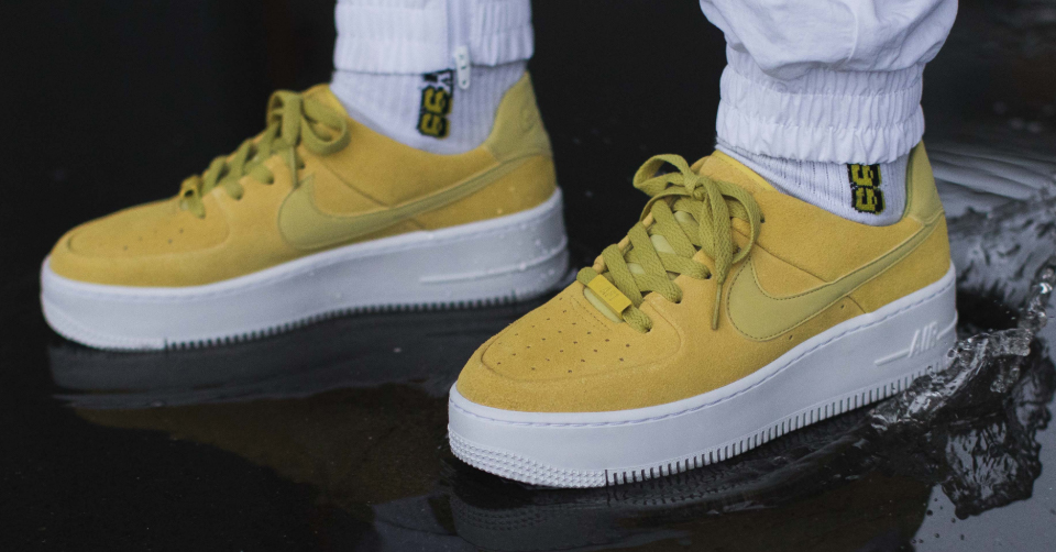 NIKE AIR FORCE 1 SAGE 'CELERY' AR5339-300
