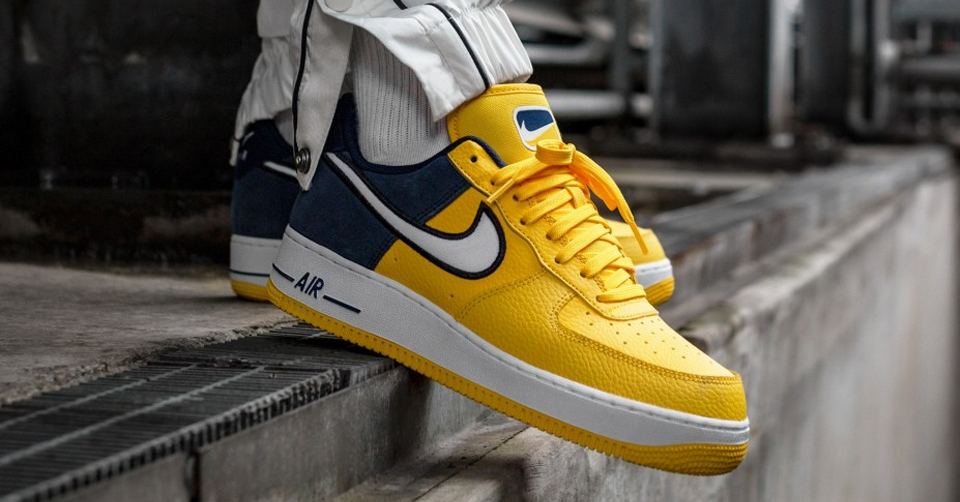 NIKE AIR FORCE 1 ´07 LV8 1 (AMARILLO / WHITE - OBSIDIAN - BLACK) AO2439 700