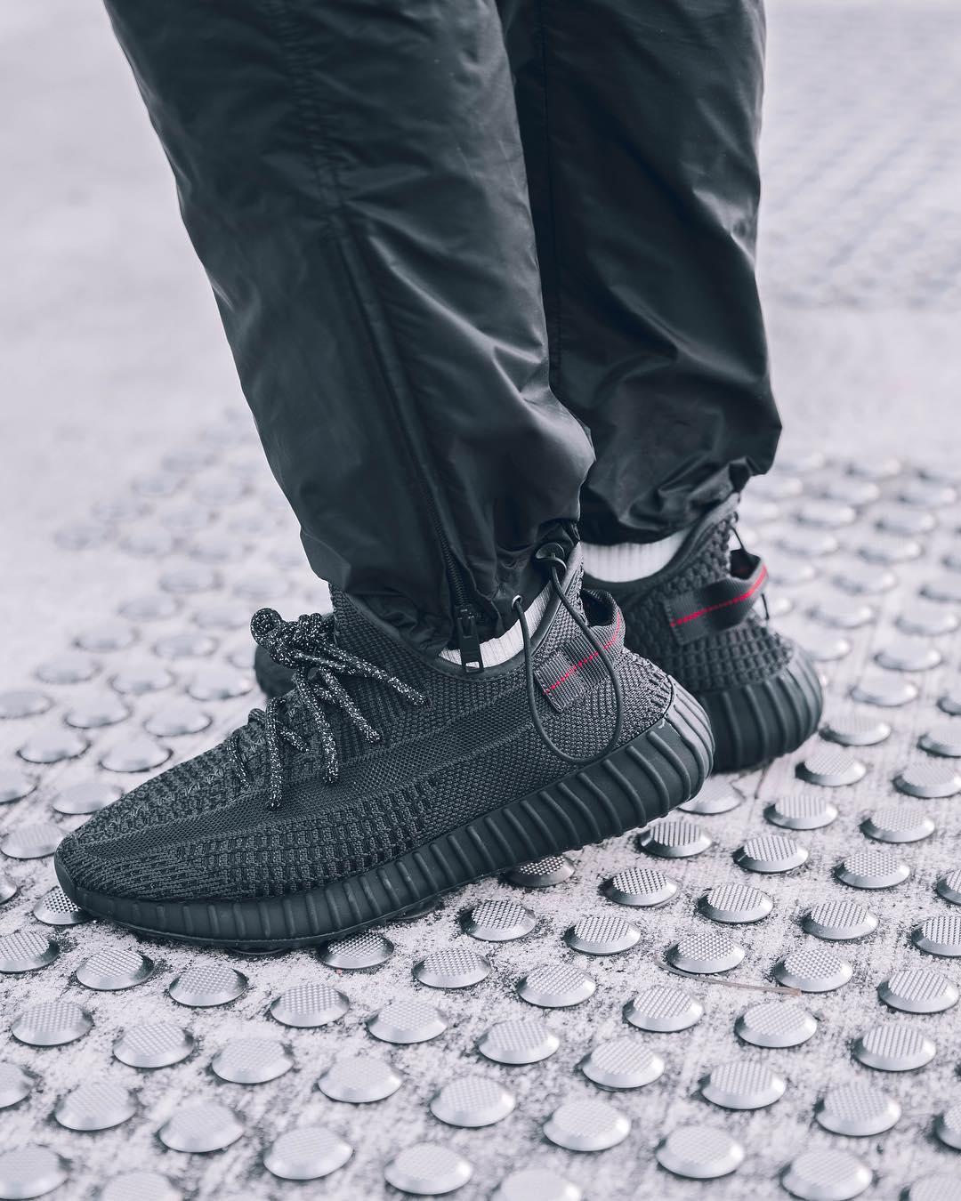 De All Black adidas YEEZY BOOST 350 V2 released 8 juni