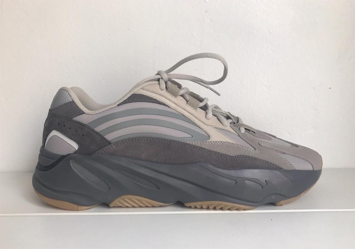 adidas YEEZY BOOST 700 V2 'Tephra'