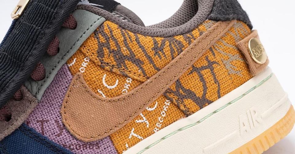 Gedetailleerde look van de Travis Scott x Nike Air Force 1