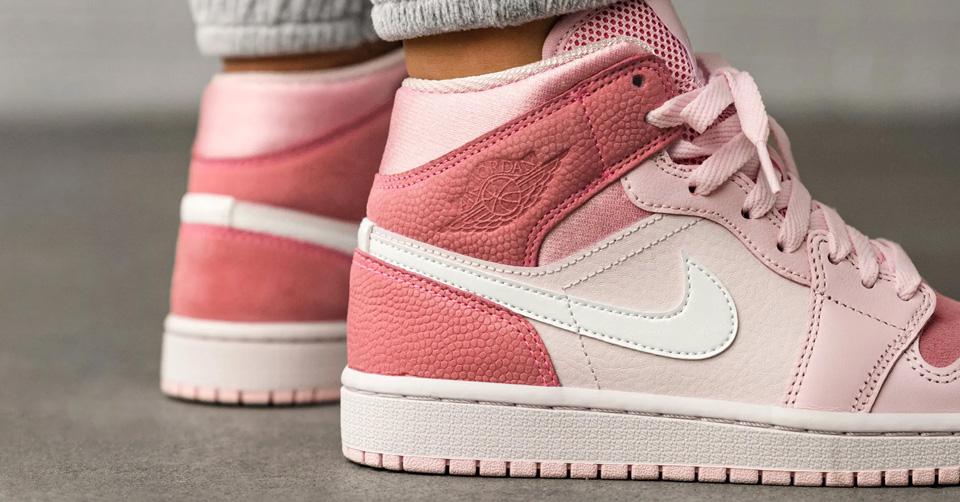 De Air Jordan 1 Mid WMNS 'Digital Pink' dropt binnenkort ...