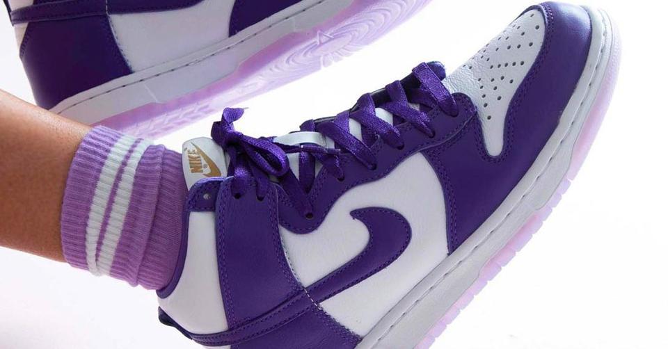 Opnieuw dropt de Nike Dunk High SP 'Varsity Purple,' Dinsdag 22 december op SNKRS. De WMNS release heeft toffe paarse overlays en beschikt over een ice sole!