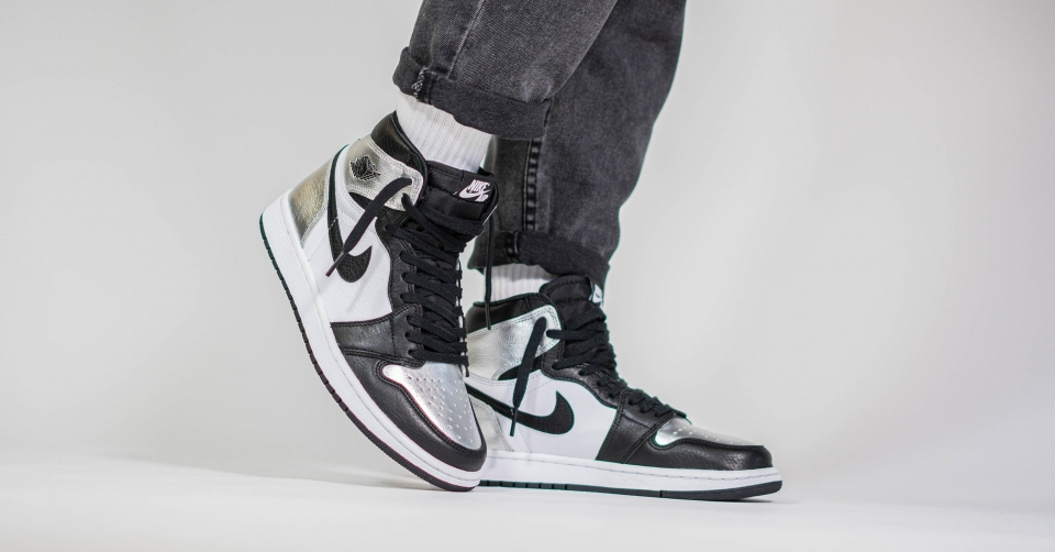 Air Jordan 1 High WMNS Silver Toe