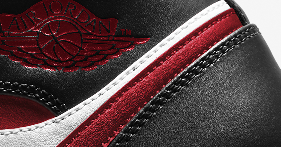Air Jordan 1 Mid 'Metallic Red'
