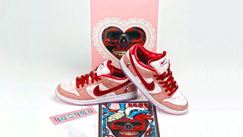 Nike SB Dunk Low StrangeLove Skateboards | CT2552-800