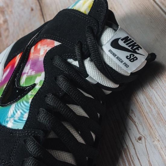 Nike SB Dunk High 'TV Signal'