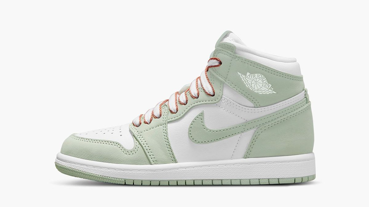 Air Jordan 1 Retro High 'Seafoam Green'