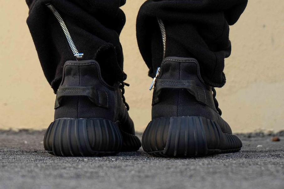adidas yeezy boost 350 v2 mono black