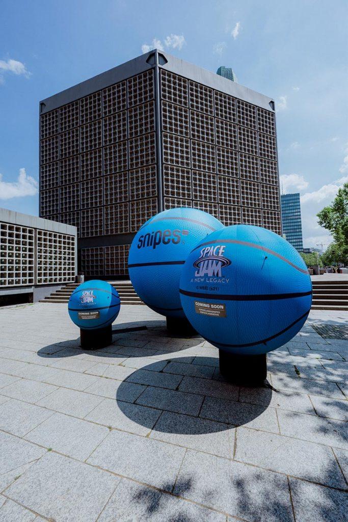 Snipes Blue basketballs