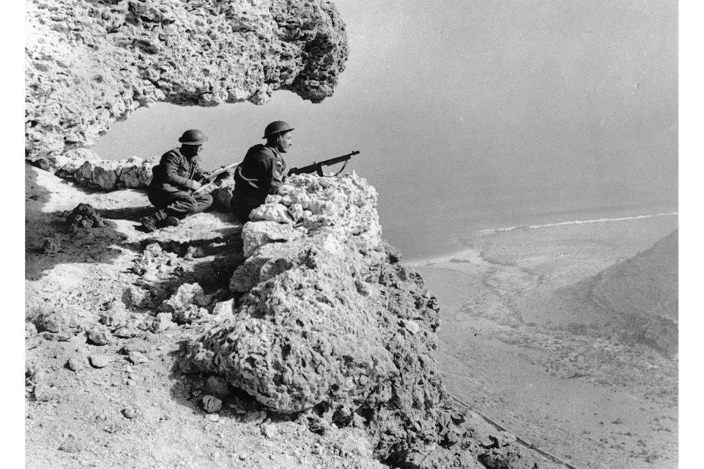 Militairen in de woestijn op Creepers