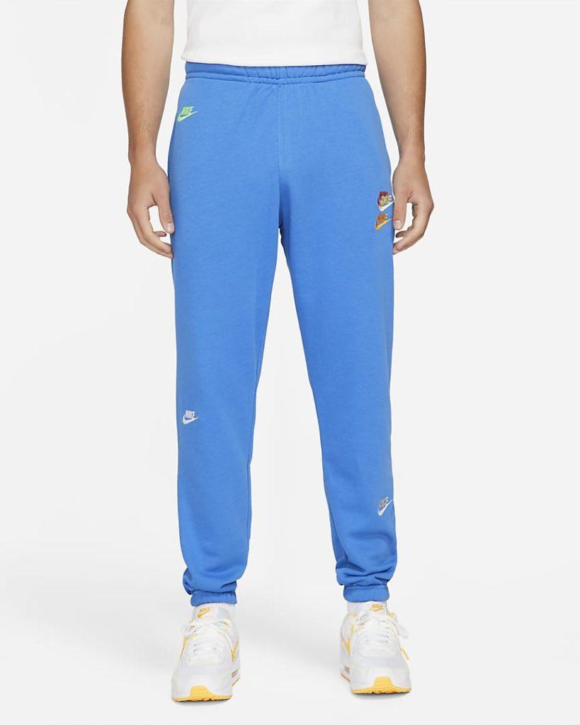 blue joggingpants