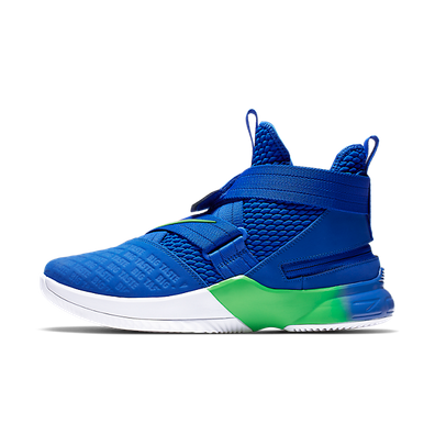 LeBron Soldier 12 FlyEase productafbeelding