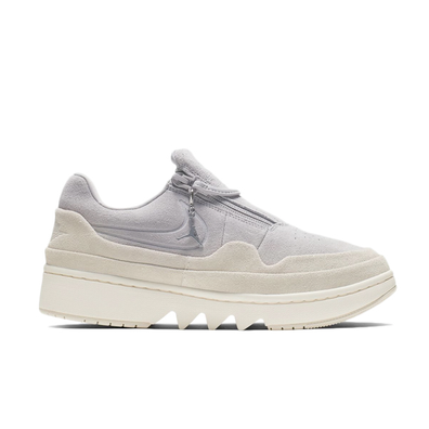 Air Jordan W 1 Jester Xx Low Atmosphere Grey/ Desert Sand-Pale Ivory productafbeelding