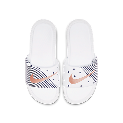 Nike Wmns Benassi *Unité Totale* (White / Metallic Red Bronze - Midni productafbeelding