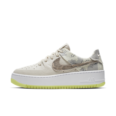 Nike WMNS Air Force 1 Sage Low Premium 'Camo' productafbeelding