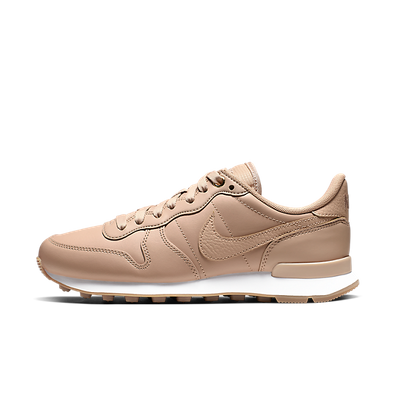 "Nike WMNS Internationalist PRM ""Bio Beige"" productafbeelding"