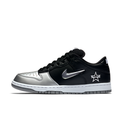 Supreme X Nike SB Dunk Low 'Black/Silver' productafbeelding