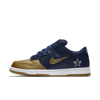 Supreme X Nike SB Dunk Low 'Navy Gold' productafbeelding