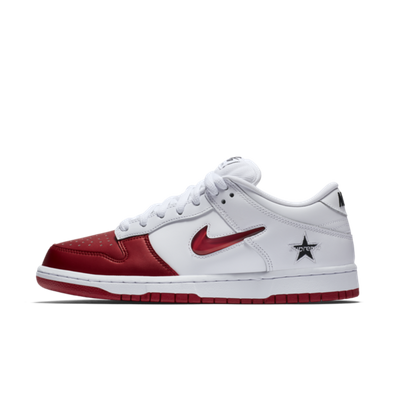 Supreme X Nike SB Dunk Low 'White/Red' productafbeelding