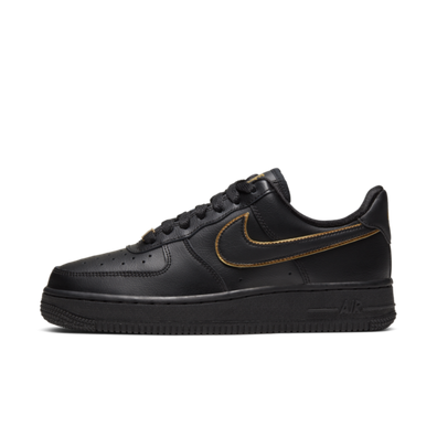 Nike WMNS Air Force 1 '07  'Black' Gold Swoosh Pack productafbeelding