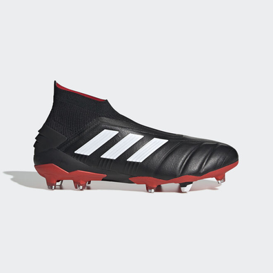 adidas black, white and red Predator football boots productafbeelding