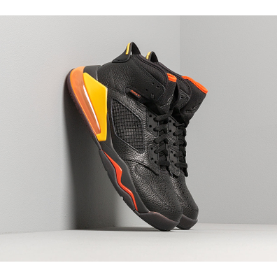 Jordan Mars 270 Black/ Black-Team Orange-Amarillo productafbeelding