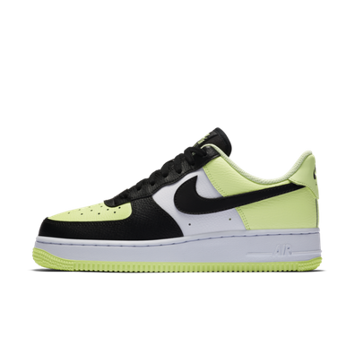 Nike WMNS Air Force 1 'Barely Volt' productafbeelding