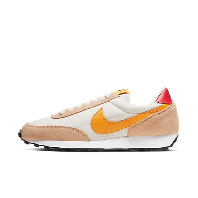 "Nike WMNS DAYBREAK ""PALE IVORY"" productafbeelding"