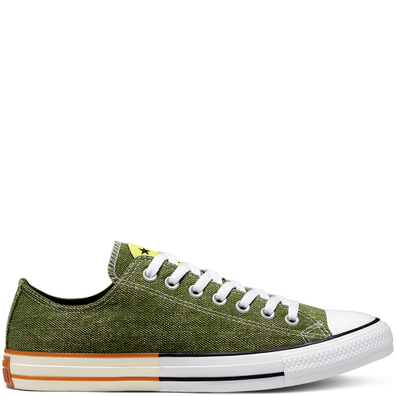 Unisex Happy Camper Chuck Taylor All Star Low Top productafbeelding