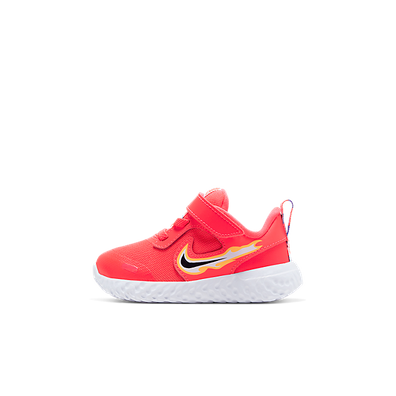 Nike Revolution 5 Fire productafbeelding
