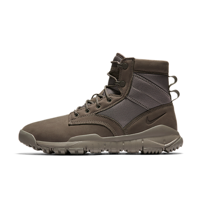 NIKE SFB NSW LEATHER DARK MUSHROOM productafbeelding