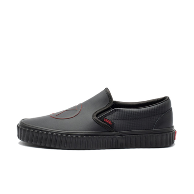 "Vans x Marvel Classic Slip-On ""Black Widow"" productafbeelding"