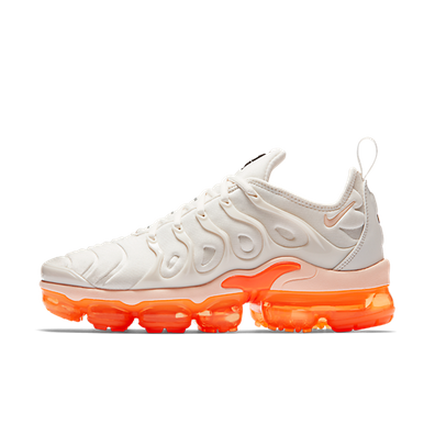 Nike WMNS Air Vapormax Plus 'Phantom/Total Orange' productafbeelding