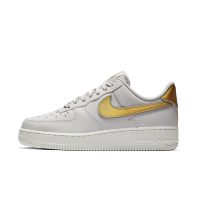 Nike WMNS Air Force 1 '07 Metallic 'White' productafbeelding