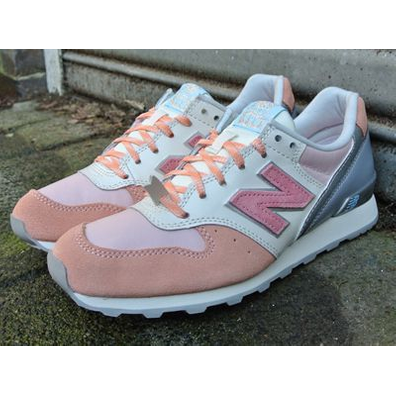 418202-50-13 New Balance Women WR996 Baby Pink/Rose productafbeelding