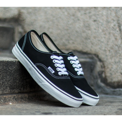 Vans Authentic Black/ True White productafbeelding