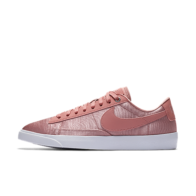 Nike W Blazer Low SE Rust Pink/ Rust Pink-White productafbeelding
