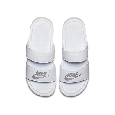 Nike Wmns Benassi Duo Ultra Slide White/ Metallic Silver productafbeelding