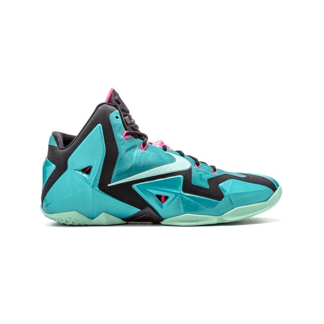 Nike Lebron XI zijaanzicht