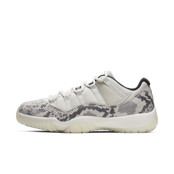 Air Jordan 11 Low LE 'Snake Skin' zijaanzicht