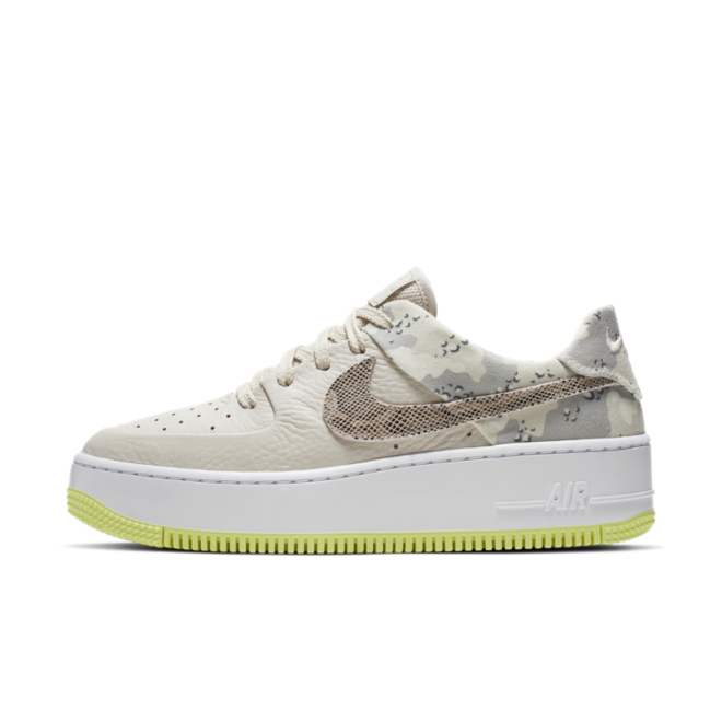Nike WMNS Air Force 1 Sage Low Premium 'Camo' zijaanzicht