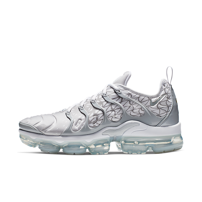 Nike Air Vapormax Plus 'Metallic Silver zijaanzicht