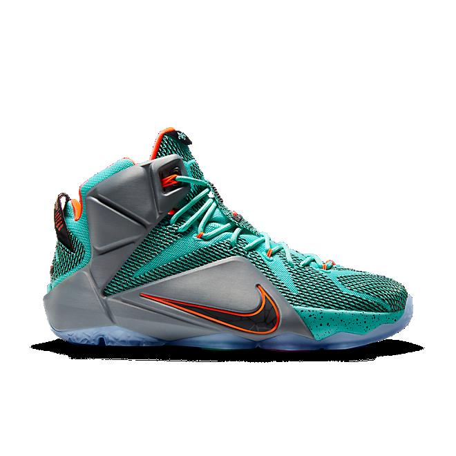 Nike Lebron 12 zijaanzicht