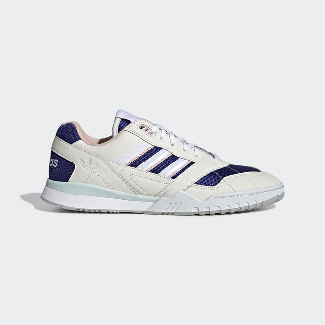 adidas A.R. Trainer Off White/ Ftw White/ Real Purple zijaanzicht